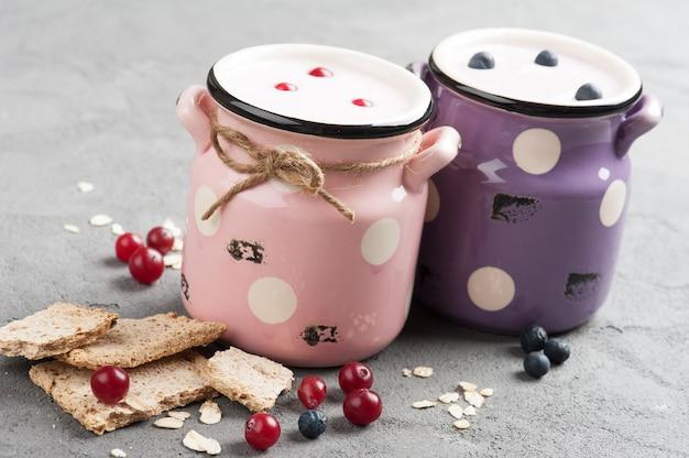 Yogurt con muesli e frutti di bosco