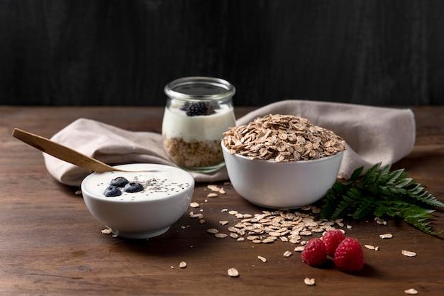 Yougurt con muesli e frutti di bosco