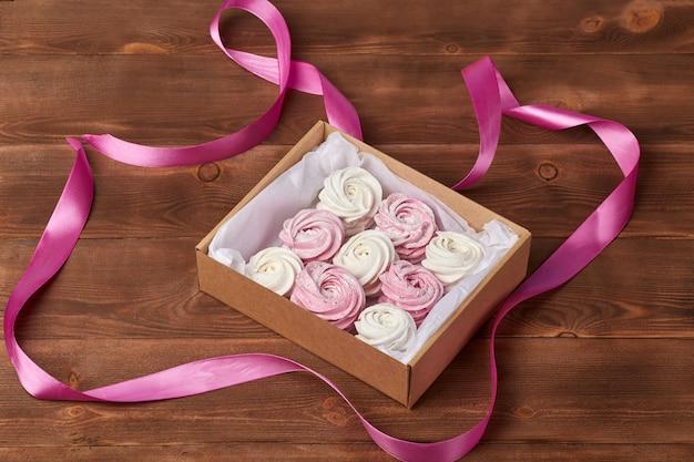 Zefiri ariosi dolci fatti in casa rosa