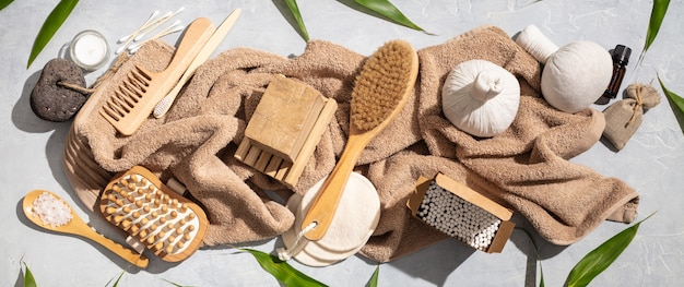 Zero rifiuti, accessori per il bagno eco-compatibili su calcestruzzo