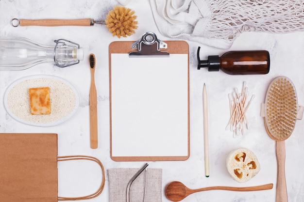 Zero sprechi di plastica strumenti e oggetti gratuiti su sfondo bianco