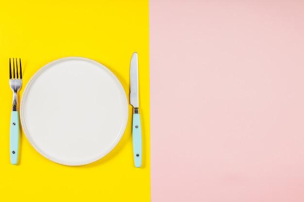 Zolla bianca su una priorità bassa di due colori, disposizione piana, vista superiore