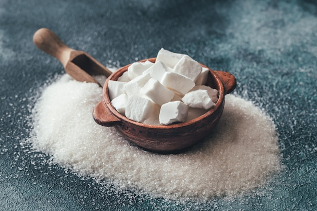 Zollette e zucchero raffinato granulato