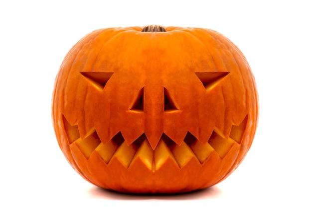 Zucca arancione di halloween con il sorriso diabolico