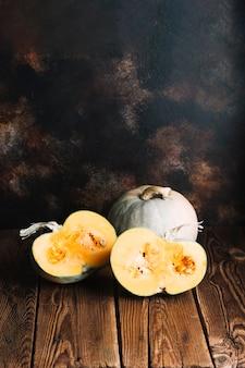 Zucche di halloween con il fondo dello spazio della copia