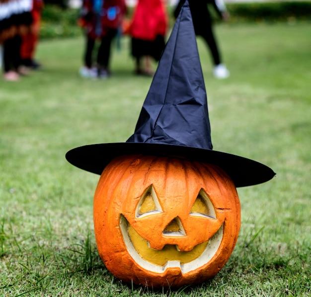 Zucche di halloween e decorazioni all'aperto