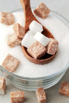 Zucchero bianco e marrone