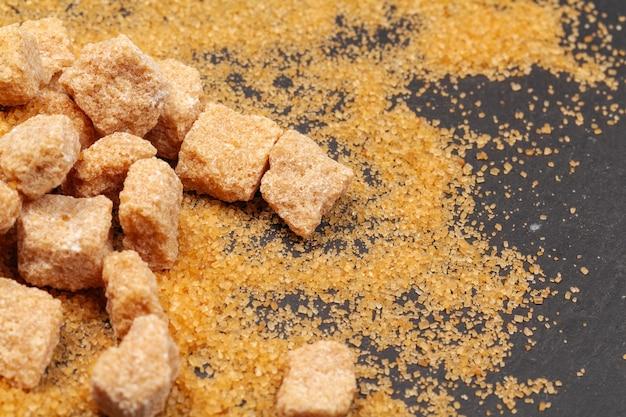 Zucchero di roccia sulla fine di oscurità in su