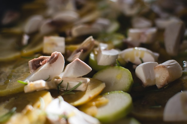 Zucchine e funghi con olio d'oliva