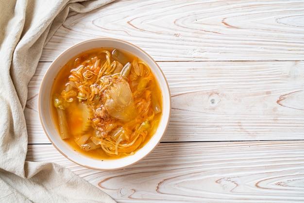 Zuppa acida di verdure miste