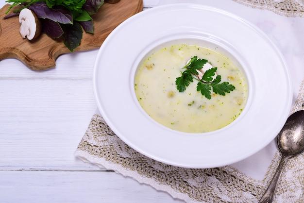 Zuppa cremosa di funghi
