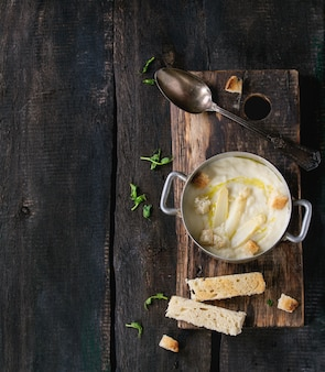 Zuppa di asparagi bianchi