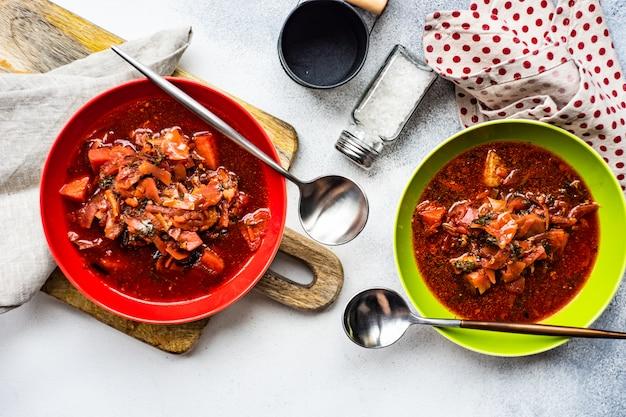 Zuppa di barbabietola ucraina tradizionale borscht