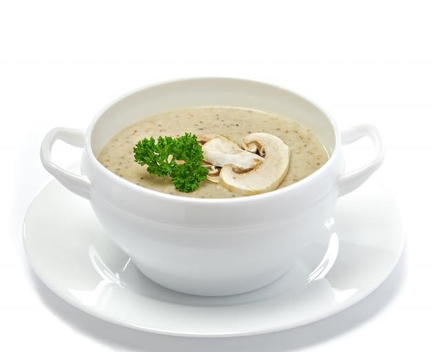Zuppa di crema di funghi isolata