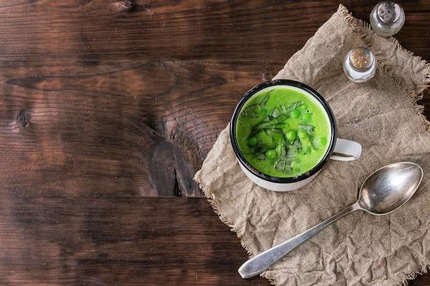 Zuppa di crema di piselli