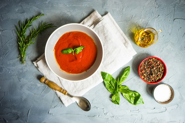 Zuppa di crema di pomodoro spagnola tradizionale