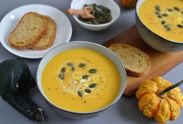 Zuppa di crema di zucca con crostini autumn concept healthy food