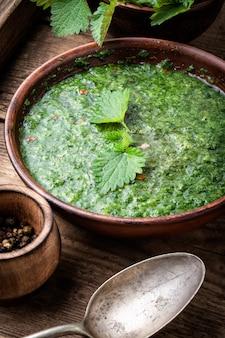 Zuppa di foglie di ortica