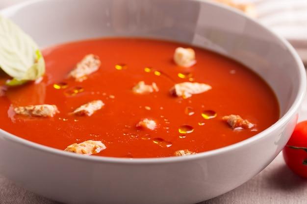 Zuppa di gazpacho al pomodoro