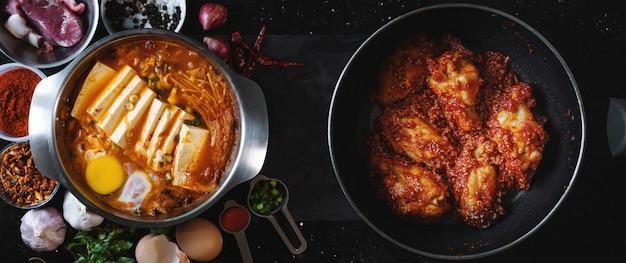 Zuppa di kimchi jjigae con pollo fritto piccante. cibo coreano