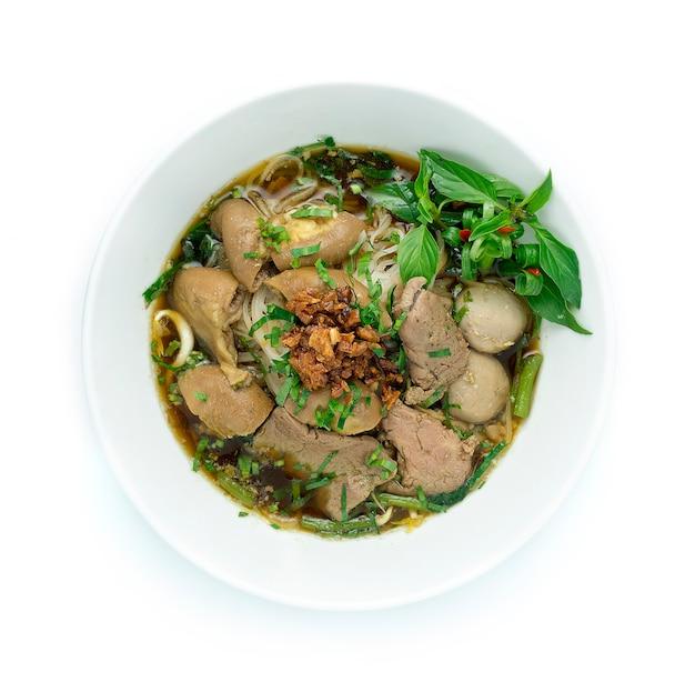 Zuppa di manzo con spaghetti di riso e manzo, fegato e intestino