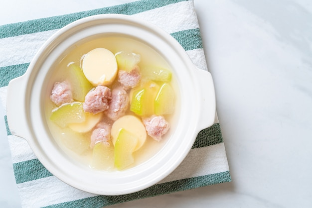 Zuppa di melone d'inverno con maiale macinato e tofu all'uovo