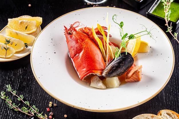 Zuppa di pesce di granchio con frutti di mare