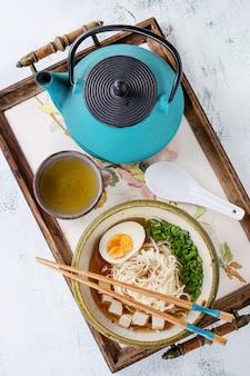 Zuppa di spaghetti asiatici