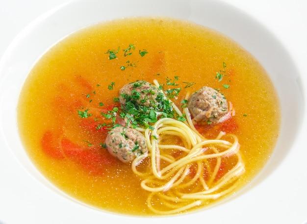 Zuppa di verdure con polpette di carne