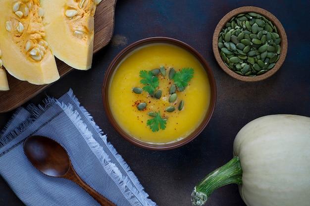Zuppa di zucca arrosto con semi di zucca