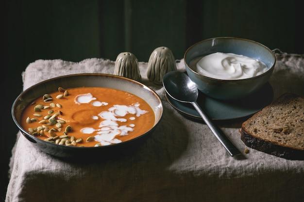 Zuppa di zucca con panna