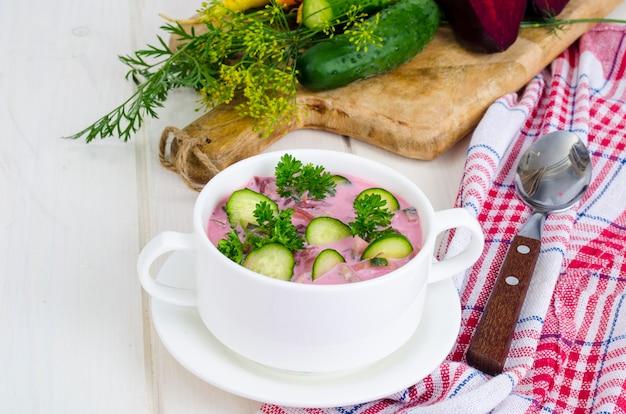 Zuppa fredda di barbabietole con cetrioli