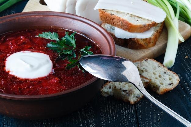 Zuppa rossa di manzo, borscht russo