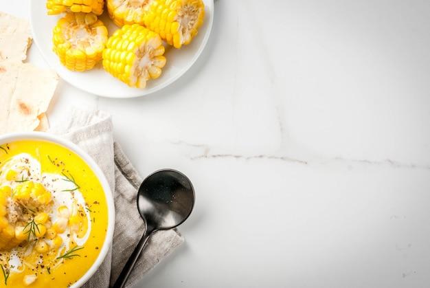 Zuppa tradizionale di mais autunnale