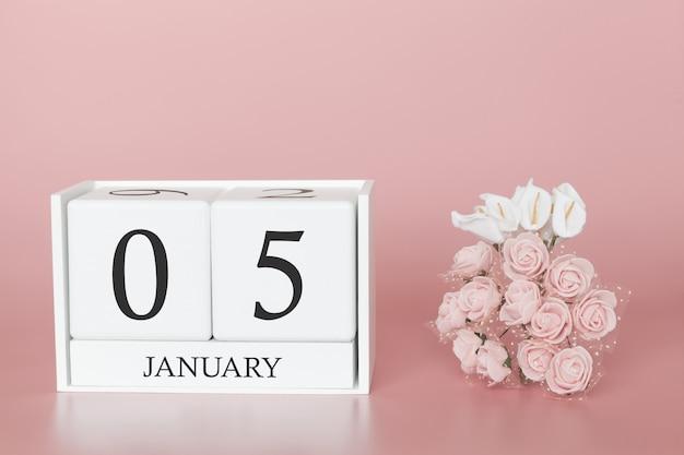 05 de janeiro. dia 5 do mês. cubo de calendário no fundo rosa moderno