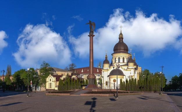 09.05.2021. kropyvnytskyi, ucrânia. catedral da igreja da anunciação do santíssimo theotokos em kropyvnytskyi, ucrânia, em uma manhã ensolarada de primavera