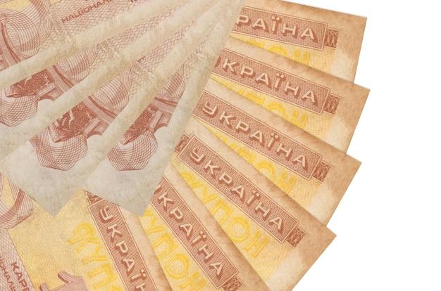 1 contas de cupom ucranianas encontram-se isoladas na parede branca com espaço de cópia empilhados em forma de leque close-up. conceito de transações financeiras