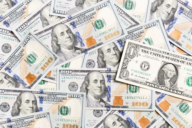 1 nota de dólar em várias notas de dólar americano vista superior do conceito de negócio no fundo com espaço de cópia.