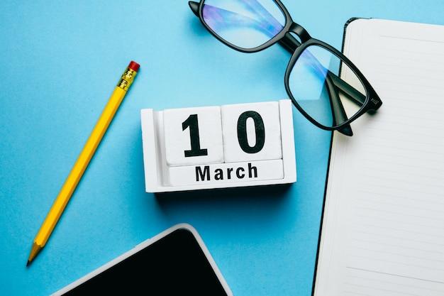 10 décimos dias de março do calendário do mês da primavera.