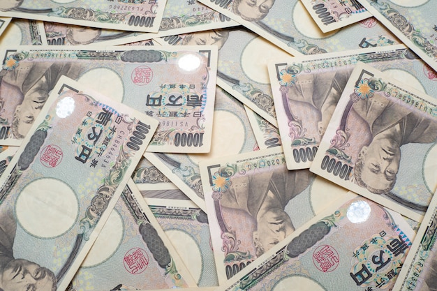 10000 notas de ienes japoneses