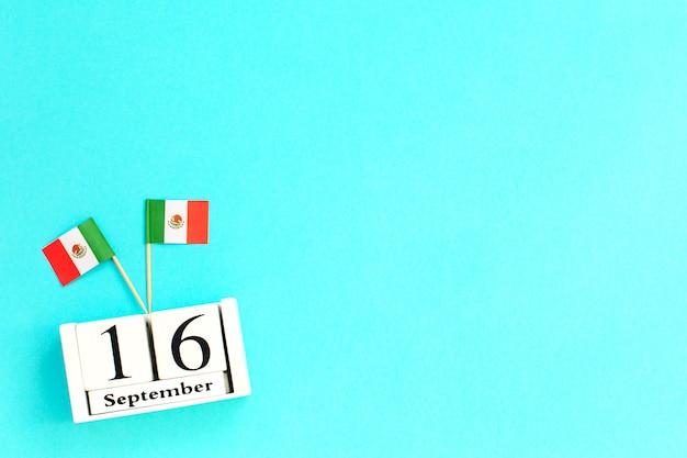 16 de setembro dia da independência do calendário de madeira do méxico