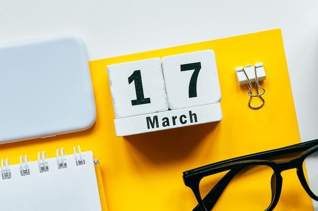 17 décimo sétimo dia de março do calendário do mês da primavera.