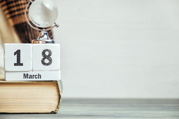 18 décimo oitavo dia da marcha do calendário do mês da primavera com espaço de cópia.
