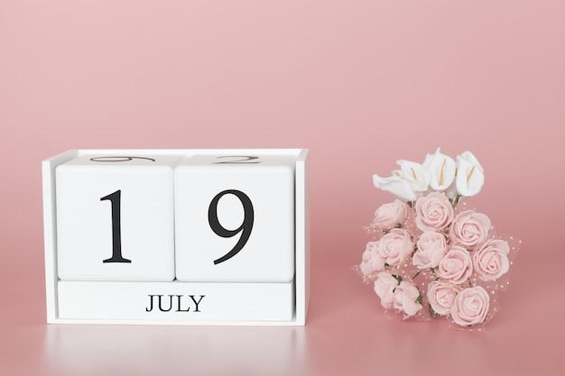 19 de julho. dia 19 do mês. cubo de calendário na rosa moderna