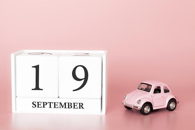 19 de setembro. dia 19 do mês. cubo de calendário com carro