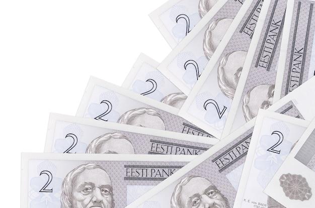 2 notas da coroa da estônia estão em ordem diferente, isoladas no branco. banco local ou conceito de fazer dinheiro.