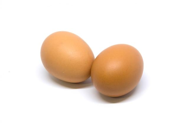 2 ovo isolado studio filmado com traçado de recorte em branco