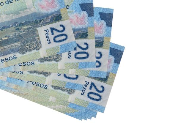 20 notas de pesos mexicanos encontram-se em pequeno grupo ou pacote isolado no branco. conceito de negócios e câmbio