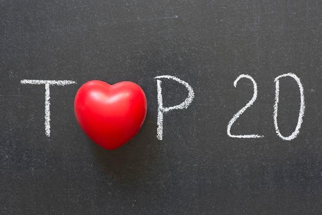 20 principais frases escritas à mão no quadro-negro com o símbolo do coração em vez de o