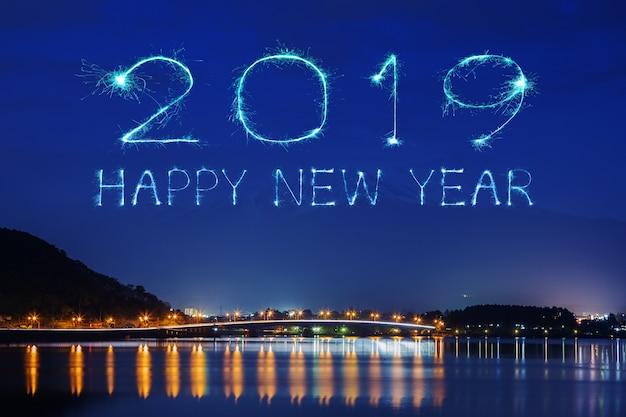 2019 feliz ano novo fogo de artifício sparkle com montanha fujisan à noite, japão